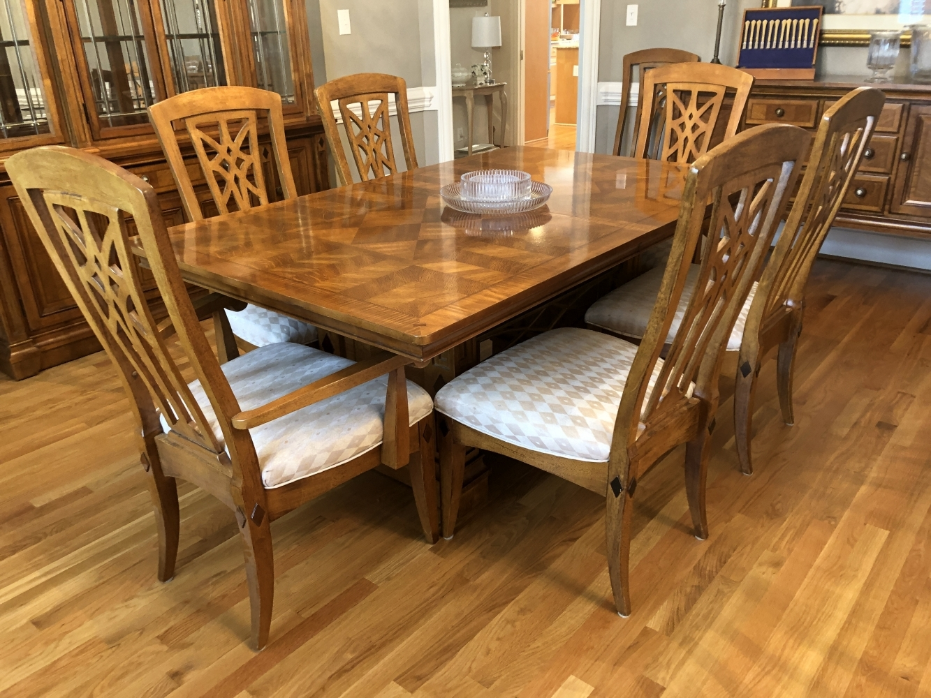 Great Blue Moon Estate Sale In Cary With Ethan Allen Furniture Artwork And More Blue Moon Estate Sales Raleigh Nc